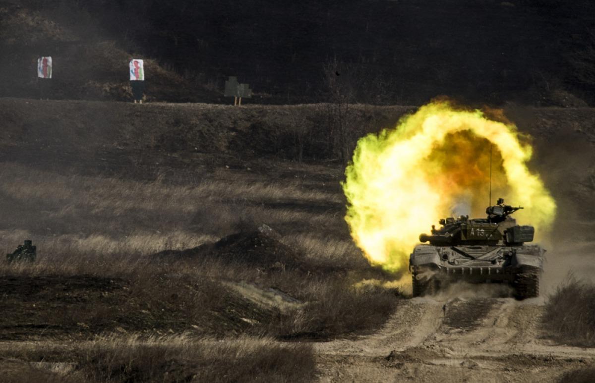 7747031dce Harckocsi-éleslövészet a szomódi lőtéren - Háború Művészete